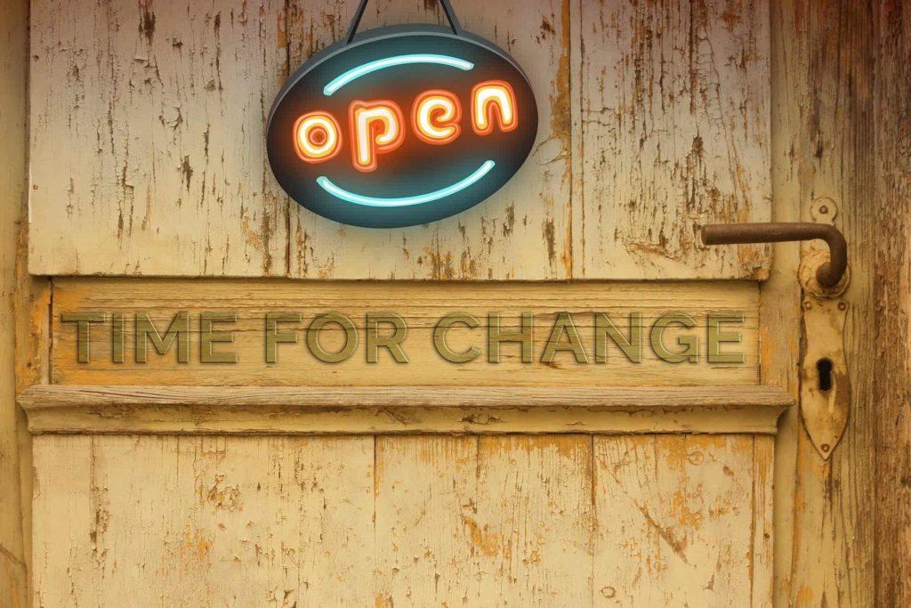 Tür mit Aufschrift Time for change